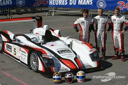 Photo d'équipe : L'Audi R8 Audi Sport Japan Team Goh et ses pilotes Seiji Ara, Rinaldo Capello, Tom Kristensen