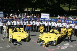 Photo d'équipe : la WR avec l'équipe et les pilotes Tristan Gommendy, Jean-Bernard Bouvet, Patrice Roussel, Olivier Porta, Yojiro Terada