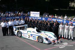 Team photo: Champion Audi R8 with team and drivers Emanuele Pirro, JJ Lehto, Marco Werner