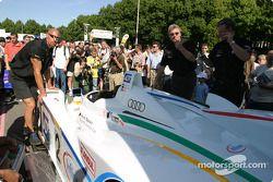 L'Audi R8 du Champion Racing retourne au circuit après les vérifications techniques