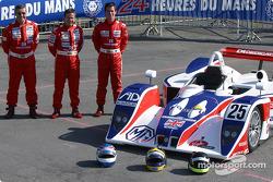 La Lola MG de RML avec les pilotes Mike Newton, Thomas Erdos, Nathan Kinch