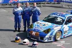 La Porsche 911 GT3 RSR du The Racers Group avec les pilotes Ian Donaldson, Gregor Fisken, Lars Erik Nielsen