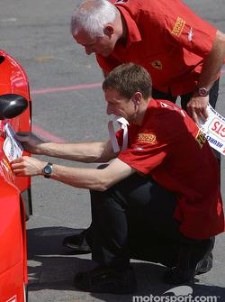 Les Ferrari 550 Maranello du Prodrive Racing sont passées avec succès aux vérifications