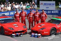 Les Ferrari 550 Maranello du Prodrive Racing avec les pilotes Darren Turner, Colin McRae, Tomas Enge, Peter Kox, Alain Menu
