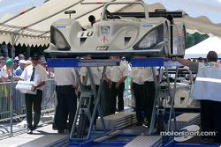 La Lola Caterpillar du Taurus Sports Racing à la scène n°1