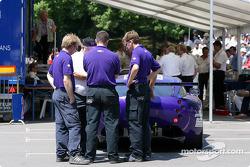 La TVR 400R n°89 du Synergy Motorsport aux vérifications techniques