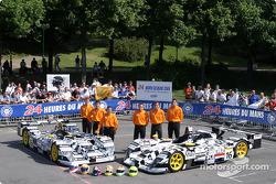 La Dome Judd n°15 de Racing for Holland (Jan Lammers, Chris Dyson, Katsumoto Kaneishi) et la Dome Judd S101 n°16 de Racing for Holland (Tom Coronel, Justin Wilson, Ralph Firman)