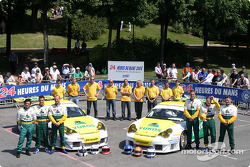 La Porsche 911 GT3 RSR n°85 du Freisinger Motorsport (Stéphane Ortelli, Ralf Kelleners, Romain Dumas) et la Porsche 911 GT3 RSR n°86 du Freisinger Motorsport (Nikolai Vasiliev, Alexei Fomenko, Robert Nearn)