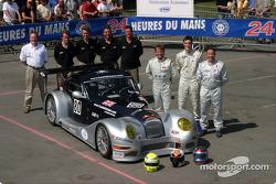 Photo d'équipe : le Morgan Works Race Team et les pilotes Adam Sharpe, Neil Cunningham, Keith Ahlers