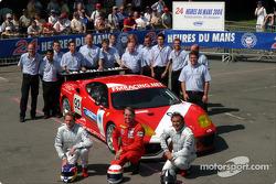 Photo d'équipe : le Cirtek Motorsport et les pilotes Frank Mountain, Robert Brookes, Robert Wilson