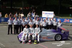 Photo d'équipe : Audi UK Team Veloqx et les pilotes Jamie Davies, Guy Smith, Johnny Herbert