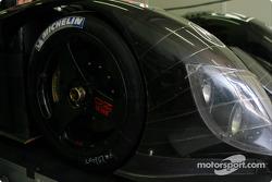 Le noir est magnifique : la carosserie Zytek et des roues