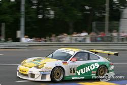 La Porsche 911 GT3 RSR n°86 du Freisinger Motorsport (Alexei Vasiliev, Nikolaj Fomenko, Robert Nearn