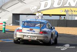La Porsche 911 GT3 RS n°72 de Luc Alphand Aventures (Luc Alphand, Christian Lavieille, Philippe Almeras)