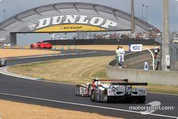 #5 Team Goh Audi R8 leads the way toward the Dunlop Bridge