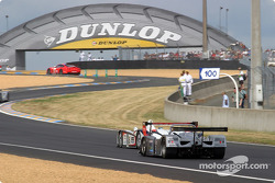 #5 Team Goh Audi R8 leads the way toward the Dunlop Bridge