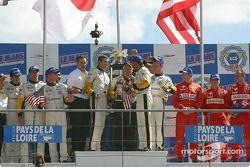 GTS podium: winnaars Olivier Gavin, Oliver Beretta, Jan Magnussen, with Ron Fellows, Johnny O'Connel
