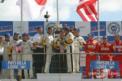 GTS podium: winnaars Olivier Gavin, Oliver Beretta, Jan Magnussen, with Ron Fellows, Johnny O'Connel