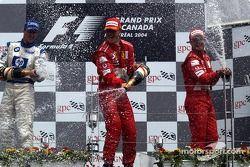 Podium: champagne voor winnaar Michael Schumacher, Ralf Schumacher en Rubens Barrichello