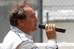 Présentation des pilotes : Rob Wilson chante