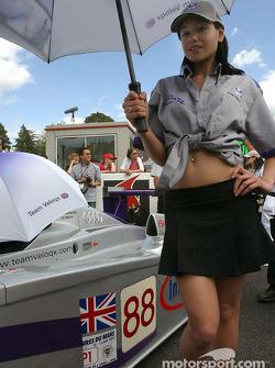 La superbe hôtesse Audi Sport UK Team Veloqx