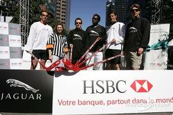 Evento de hockey HSBC: pilotosJaguar Mark Webber, Christian Klien y Bjorn Wirdheim, con los atletas olímpicos canadienses Lloyd Eisler, Isabelle Brasseur y Bruny Surin