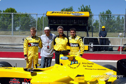 Nick Heidfeld, Guy Laliberté, Eddie Jordan y Timo Glock presentan el mensaje de Bahrein