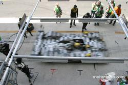 Arrêt aux stands de la Dome Judd n°15 de Racing for Holland (Jan Lammers, Chris Dyson, Katsumoto Kaneishi)