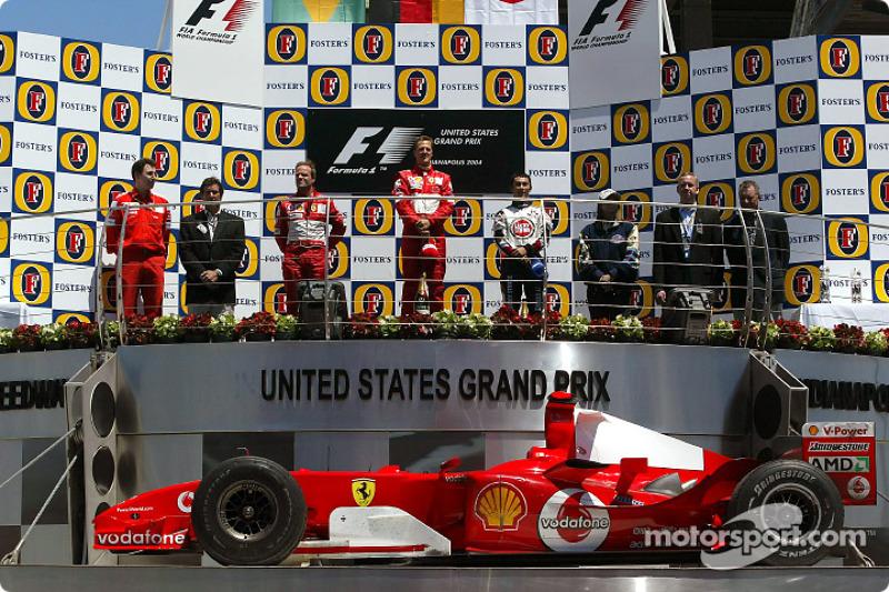 Podyum: Yarış galibi Michael Schumacher ve Rubens Barrichello ve Takuma Sato