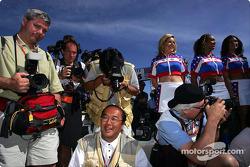 Les photographes au travail lors de la cérémonie d'avant-course