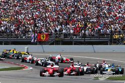 Départ : Rubens Barrichello devance Michael Schumacher