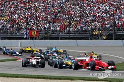 Départ : Michael Schumacher et le reste de la meute