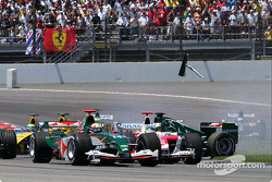 Départ : Christian Klien percute Felipe Massa
