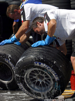 BAR-Honda team members wash tires