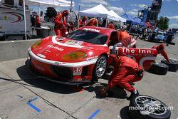 Arrêt aux stands pour la Ferrari 360GT n°11 du JMB Racing (Edi Gay, Jim Michaelian, Michael Orts)