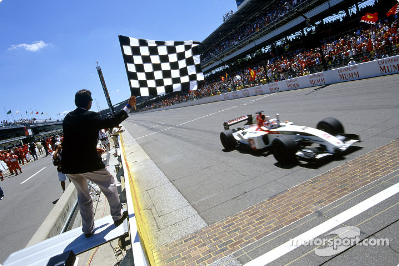 Takuma Sato takes checkered flag for 3.