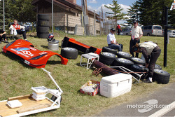 Des pièces de la Toyota Doran n°27 du Doran Lista Racing
