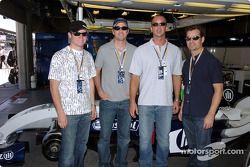 NASCar pilotu s visit Williams-BMW: Brian Vickers, Jimmie Johnson, crew chief Chad Knaus ve Jeff Gor