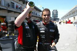 Zsolt Baumgartner fête sa huitième place avec Paul Stoddart