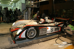 Arrêt aux stands pour l'Audi R8 n°5 d'Audi Sport Japan Team Goh (Seiji Ara, Rinaldo Capello, Tom Kristensen)