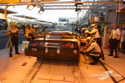 Arrêt aux stands pour la Corvette C5-R n°64 du Corvette Racing (Olivier Gavin, Oliver Beretta, Jan Magnussen)