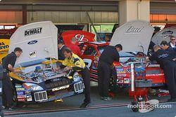 L'équipe de Dale Earnhardt Jr et Matt Kenseth au boulot