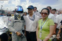 Jean Alesi with China race representatives Tian Shu Shi and Maggie Ip