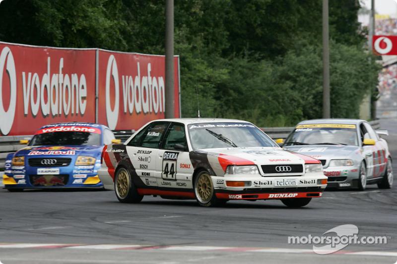 Audi parade: el ex jefe de Audi Sport, Dieter Basche, con el 1990 Audi V8 quattro