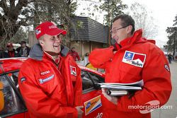 Risto Pietilainen et le team manager de Marlboro Peugeot Total Nicola Gullino