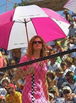 Une autre charmante Umbrella Girl