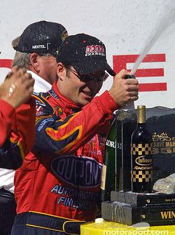 Champagne pour le vainqueur Jeff Gordon