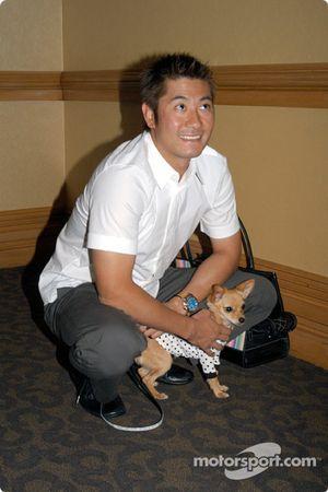 Roger Yasukawa avec son chien Pete