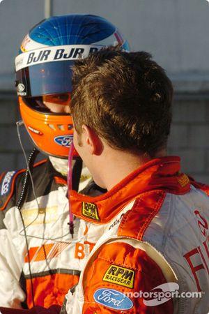 Andrew Jones et Owen Kelly discutent les derniers tours de la course 3