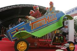 Les clowns et leur machine dingue